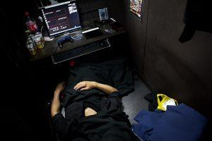 Menjadi Pengungsi Internet Cafe