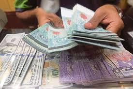 Menyiapkan uang ringgit