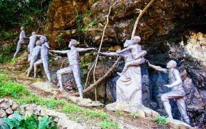 Statues-at-Ermita-Hil
