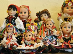 dolls traditional clothes of poland