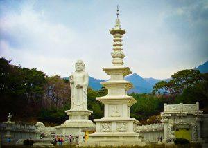 Kuil di Donghwasa
