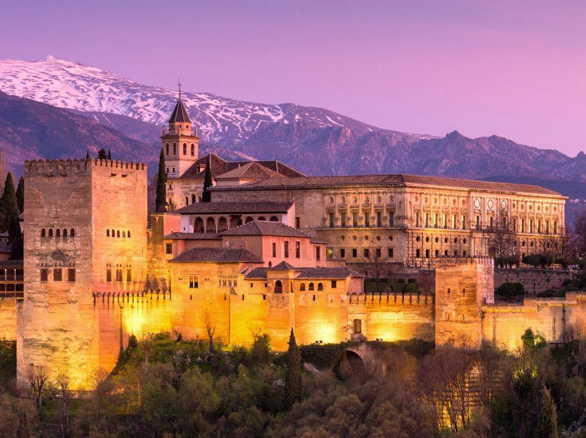 12 Tempat Bersejarah Islam Di Dunia Favorit Wisatawan Religi