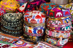 Pakaian Tradisional, Bulu, dan Sulaman