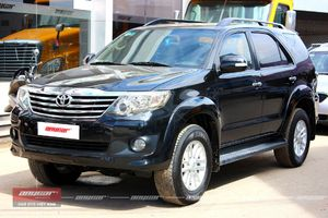 Toyota Fortuner AT 2012 - 2