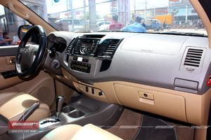 Toyota Fortuner AT 2012 - 11