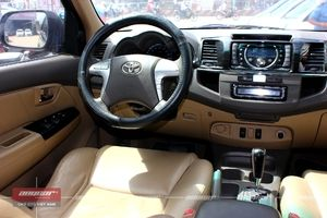 Toyota Fortuner AT 2012 - 23