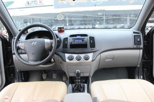 Hyundai Avante 1.6MT  2012 - 10