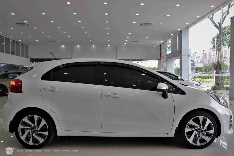 Kia Rio 1.4AT 2015 Hatchback - 5