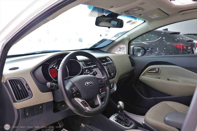 Kia Rio 1.4AT 2015 Hatchback - 9