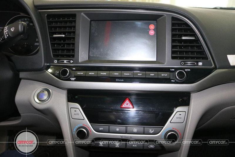 Hyundai Elantra 1.6AT 2016 - 12