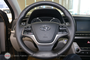 Hyundai Elantra 2.0AT 2016 - 8