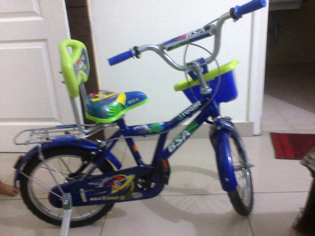 BSA 16 inch bicycle Blue Only 2 weeks old Free Drop of cycle