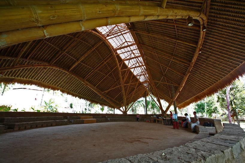 Aula Di Green School Bali Dapat Dicermati Bahwa Bambu
