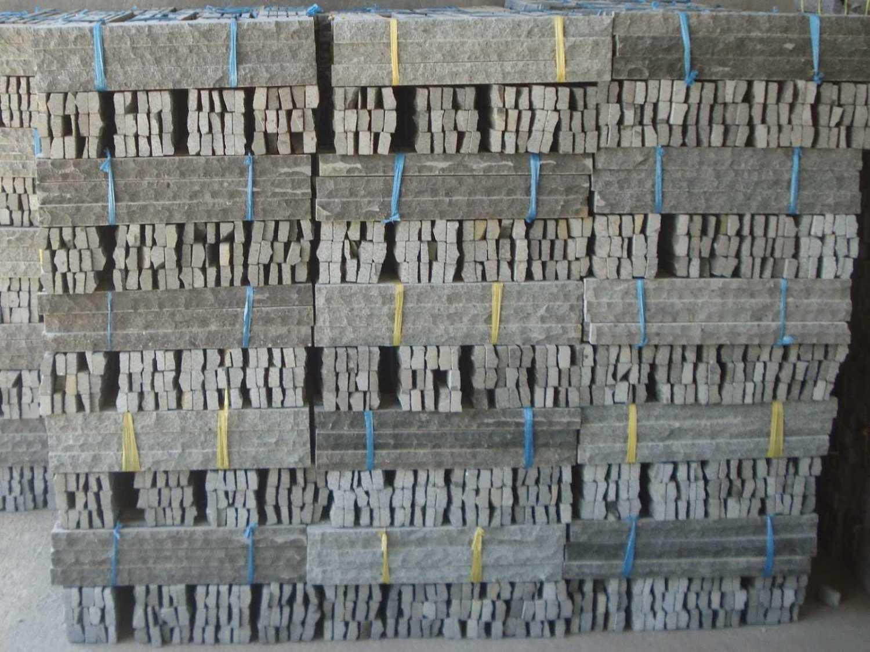 Batu andesit susun sirih (Sumber: lokerbatualam.blogspot.co.id)