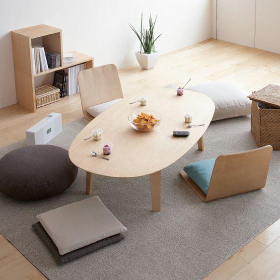 Dekorasi ruang tamu tanpa sofa [Sumber: rafa-kids.blogspot.co.id]