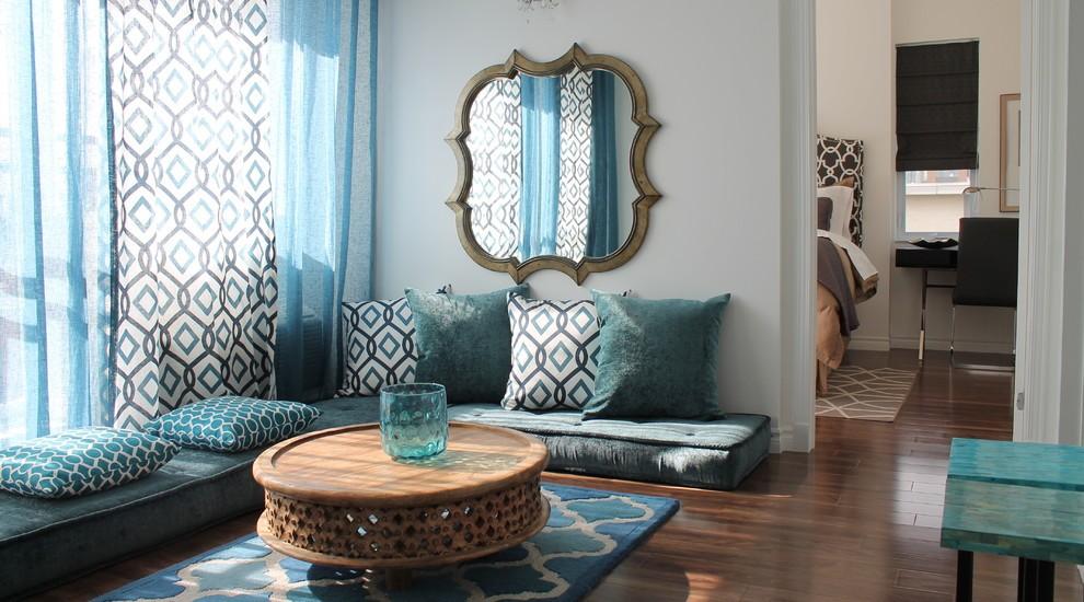 Desain ruang tamu kecil dengan sofa lantai [Sumber: dwellingdecor.com]