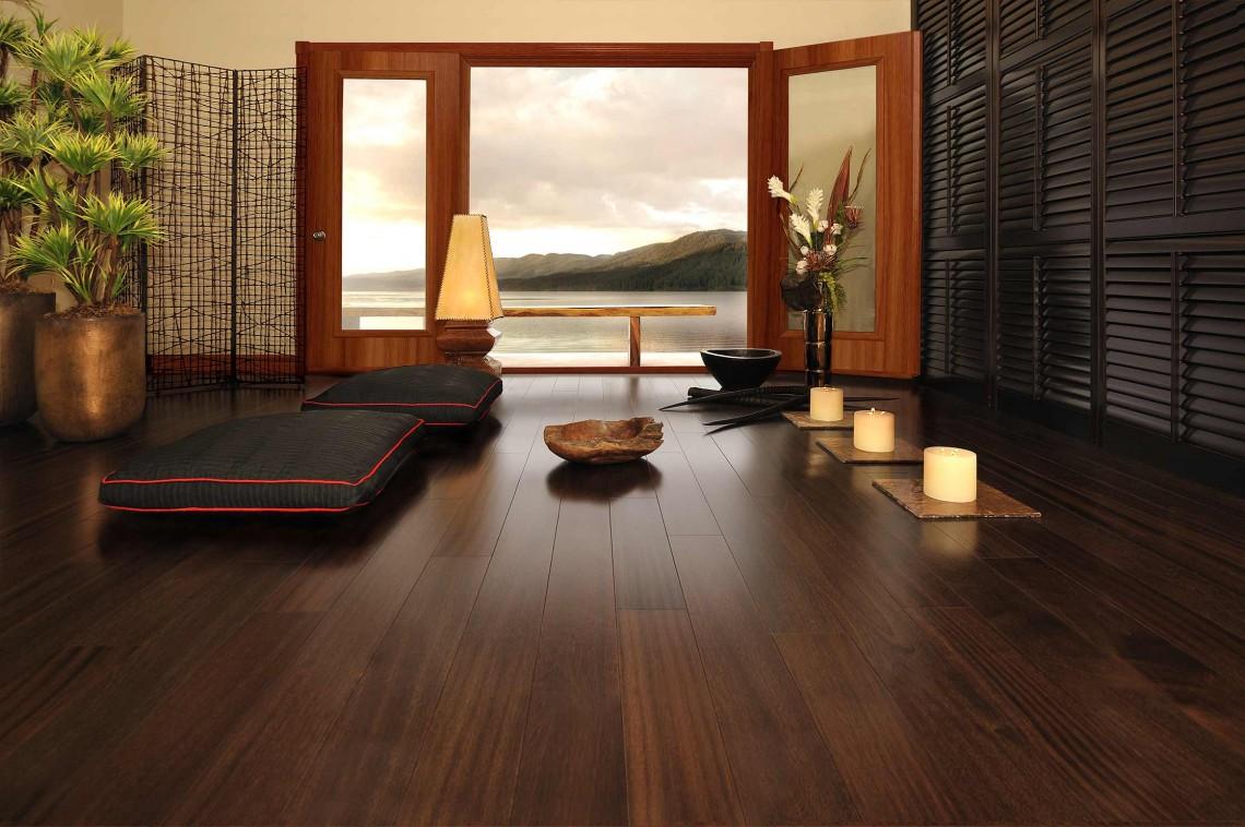 Desain ruang tamu tanpa kursi bernuansa meditasi [Sumber: homebnc.com]