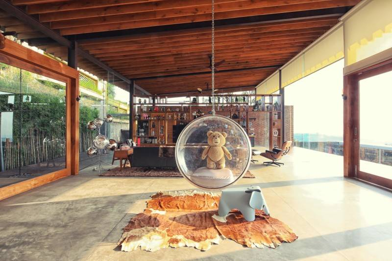 Desain ruang tamu kecil Revahouse karya Revano Satria [Sumber: arsitag.com]