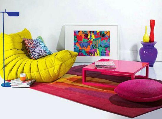 Dekorasi ruang tamu tanpa sofa sekaligus area bermain [Sumber: dwellingdecor.com]