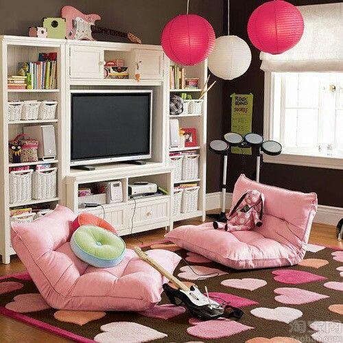 Area bermain anak pad desain ruang tamu tanpa kursi [Sumber: pinterest.com]