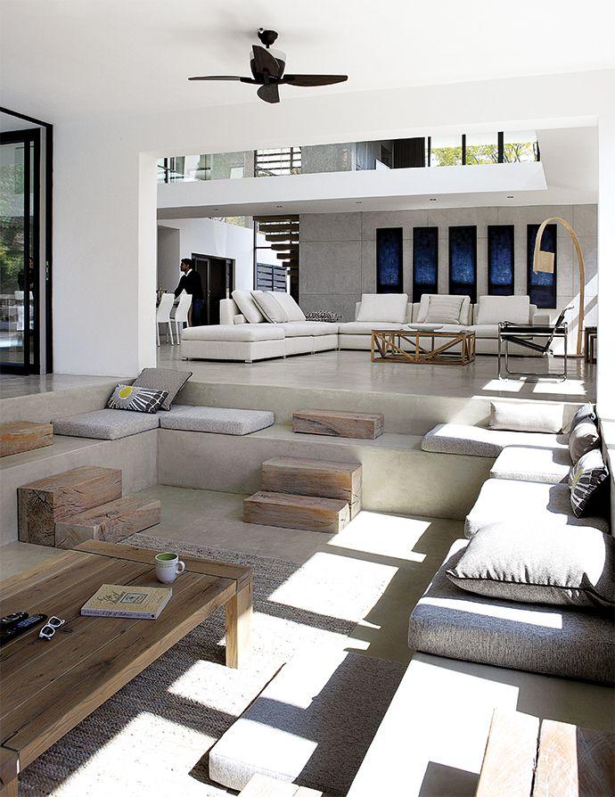 Desain ruang tamu tanpa kursi model sunken (Sumber: homedit.com)