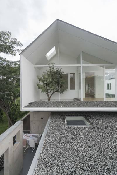 IS House karya TonTon Studio (sumber : arsitag.com)