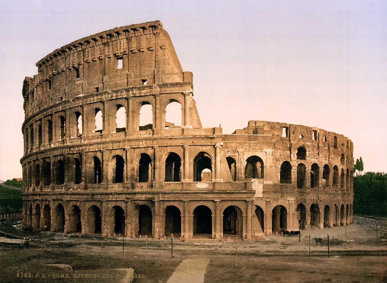 Koloseum (Sumber: www.traveldigg.com)