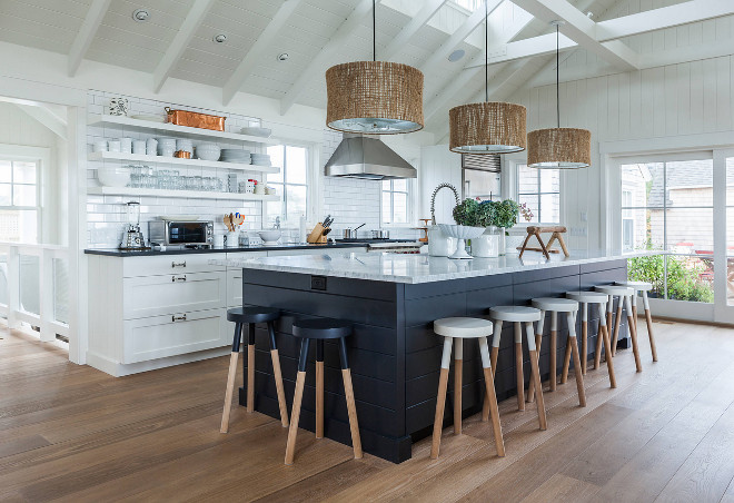 Cape cod beach cottage design by Krueger Architects (Sumber: homebunch.com)