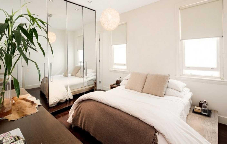 Cermin dapat membuat kamar tidur kecil kelihatan lebih luas (Sumber: realestate.com.au)