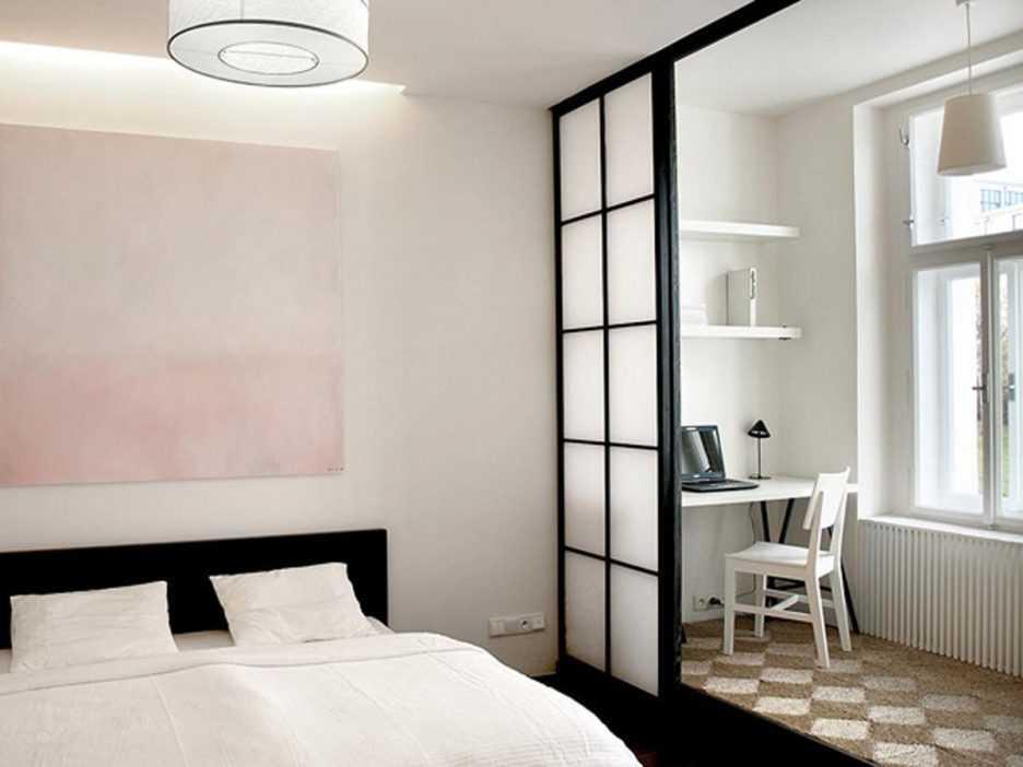 Pintu geser membuat kamar tidur kecil tidak semakin sesak (Sumber: thinkter.com)