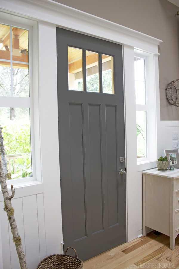 kendall-charcoal-front-door-soft-warm-gray-paint-color (sumber:theinspiredroom.net)