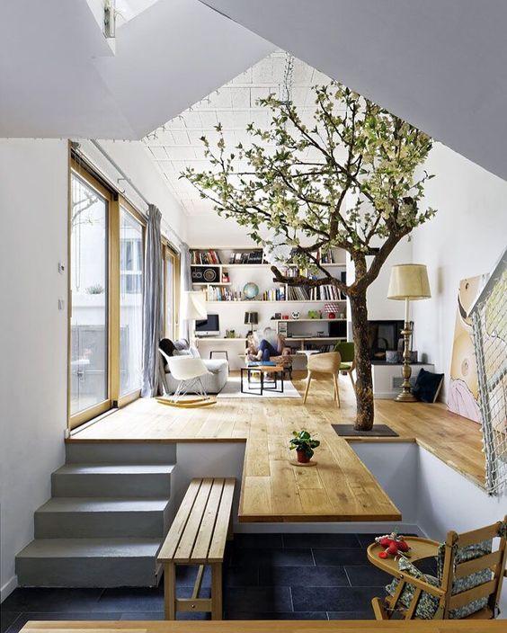 Perbedaan lantai kayu dan keramik pada transisi ruang (Sumber: architectes-paris.info)