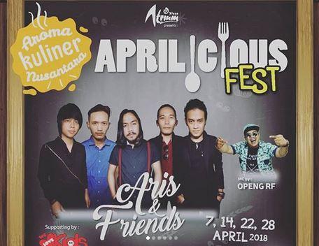 Special Performance by Aris & Friends di Plaza Atrium