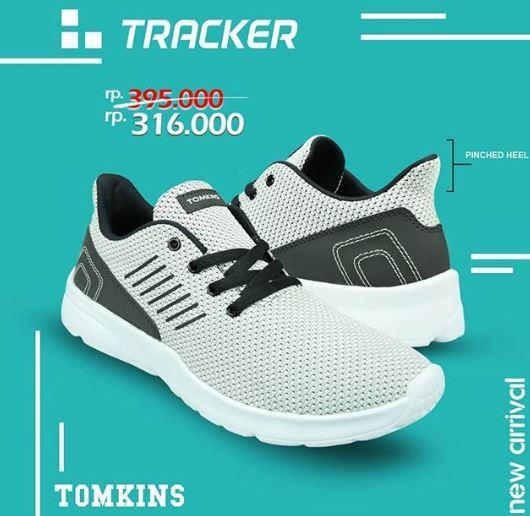 316,000 Sneakers Sport Casual Tracker