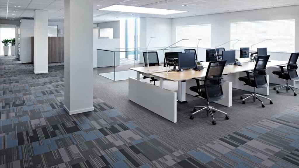 Ruang Kantor Kecil Terlihat Luas