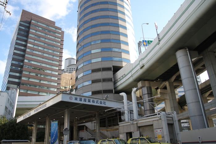 Jalan Tol Menembus Lantai Gedung Perkantoran