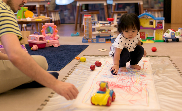 Drop-in fun play with arts & crafts