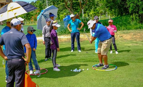 Elite golf club fitting (2)