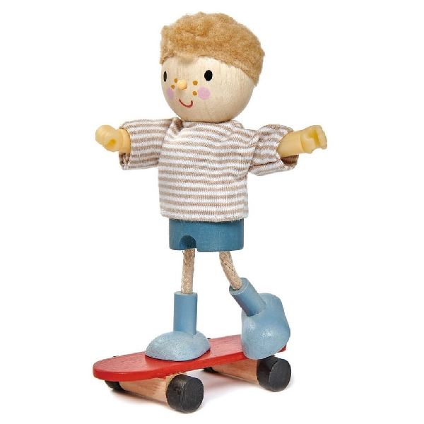 Goodwood family - edward and his skateboard