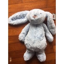 ตุ๊กตากระต่ายน้อยนุ่มนิ่มสีชมพูอ่อน ขนาดกลาง - ปักชื่อที่ต้องการได้