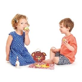 Little bear's picnic