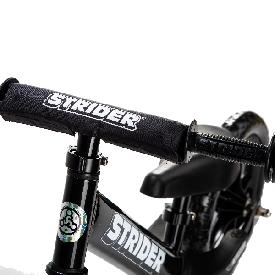 จักรยานสไตรเดอร์สีดำ