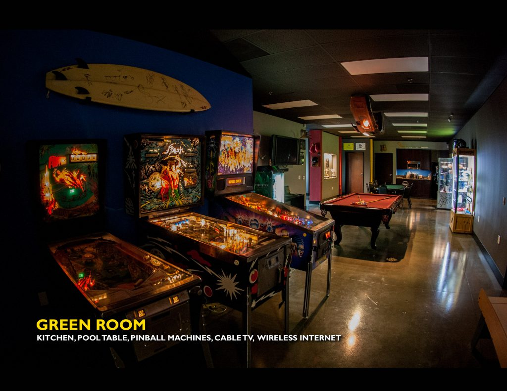 Green Room - Studios For Rent in Los Angeles at 800 Kamerman