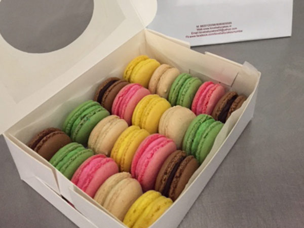 Assorted Box of 20 Macarons