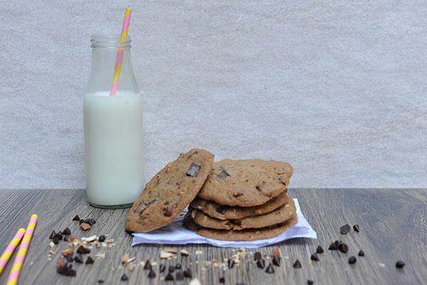 Chocolate Chunk & Almond Cookie