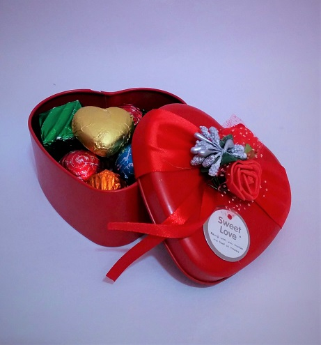 Large Heart shaped Gift Box of 12 Assorted Chocolates