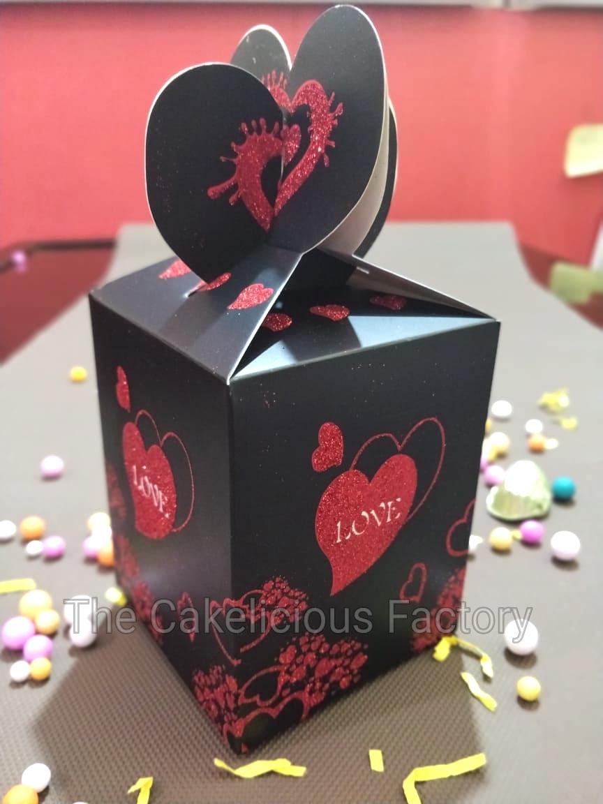 Love Theme Chocolate Gift pack of 18 chocolates CHLT01