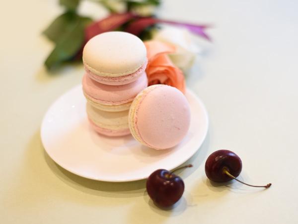 Vanila Cherry Macaron