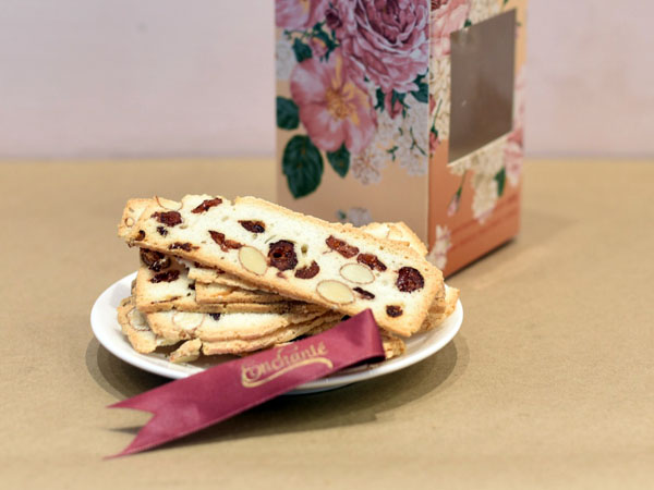 Gift Box of 15 almond & cranberry biscottis
