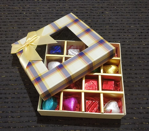 Checkerboard design Gift Box of 16 Assorted Chocolates